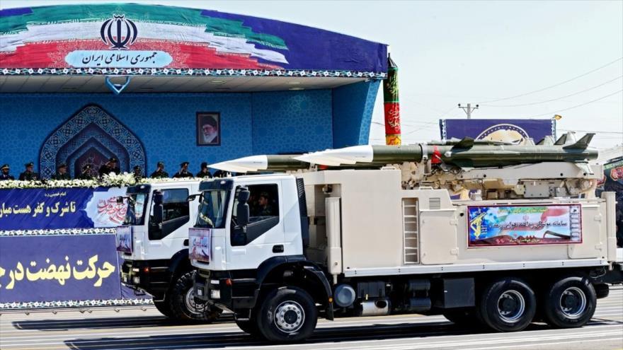 Sistema mislística iraní de defensa antiaérea Raad-1durante un desfiel militar en Teherán