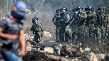 Fuerzas israelíes atacan a manifestantes palestinos contra colonias