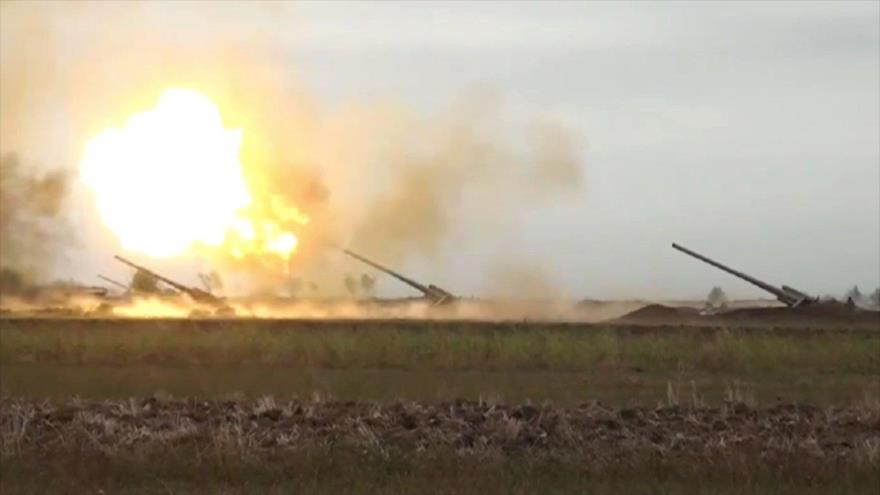 La artillería del Ejército de Azerbaiyán abre fuego contra las fuerzas de Armenia en la región de Nagorno Karabaj.
