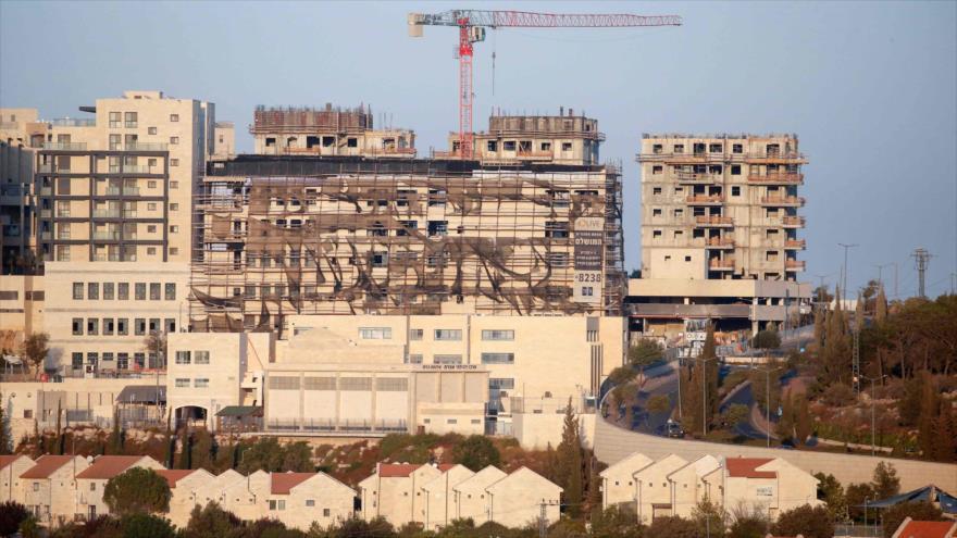 Nuevos edificios en fase de construcción en un asentamiento ilegal del régimen de Israel en el sur de Belén, en la ocupada Cisjordania. (Foto: AFP)