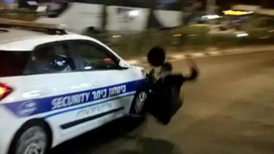Vídeo: Vehículo policial israelí atropella a un manifestante