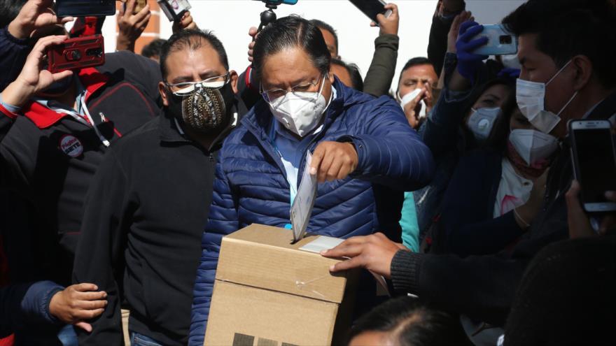 Arce emite su voto y pide un día electoral pacífico en Bolivia | HISPANTV