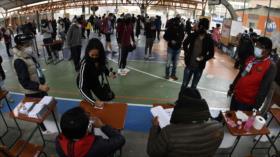 Miles de bolivianos votan para elegir al nuevo presidente