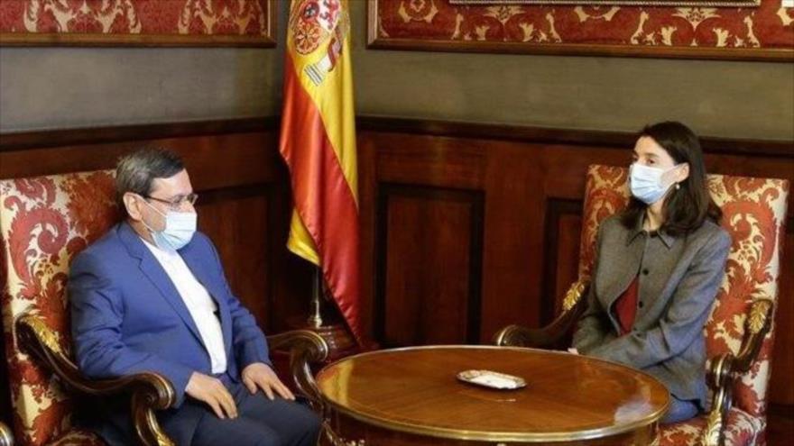 El embajador de Irán en España, Hasan Qashqavi, se reúne con la presidenta del Senado de España, María Pilar Llop Cuenca, 19 de octubre de 2020.