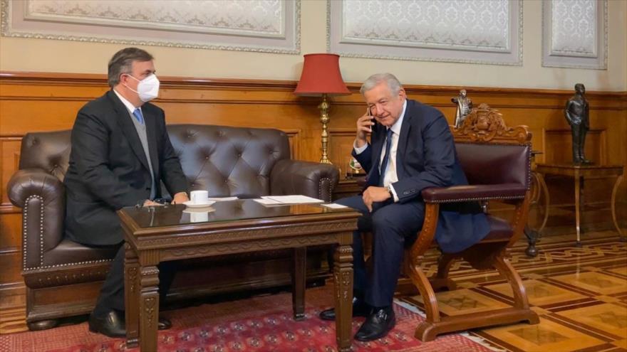 El presidente mexicano, Andrés Manuel López Obrador (dcha.) y su canciller, Marcelo Ebrard, 19 de octubre de 2020.
