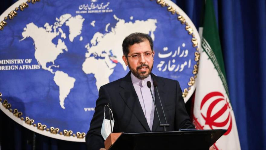 El portavoz de la Cancillería iraní, Said Jatibzade, ofrece una rueda de prensa en Teherán (capital), 12 de octubre de 2020. (Foto: Mehr)