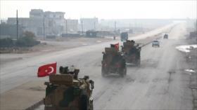 Gran convoy militar turco cruza la frontera con Siria