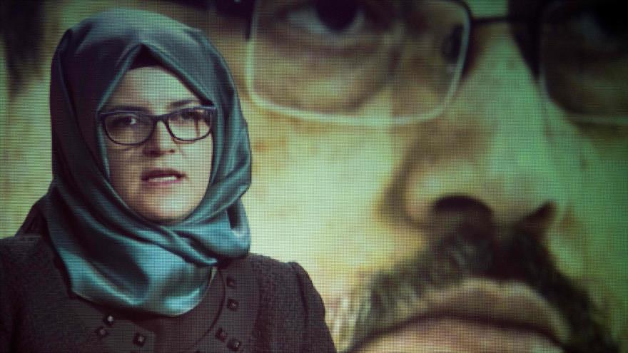 Hatice Cengiz, la prometida del periodista saudí Jamal Khashoggi, en una ceremonia de conmemoración en Washington, 2 de noviembre de 2018. (Foto: AFP)