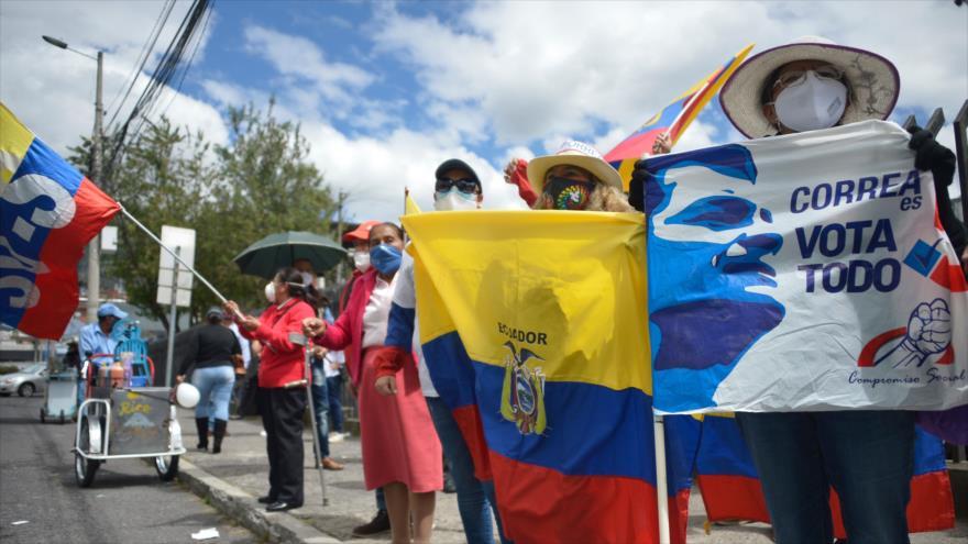 Partidarios del expresidente ecuatoriano Rafael Correa en una manifestación en Quito (capital de Ecuador), 3 de septiembre de 2020. (Foto: AFP)