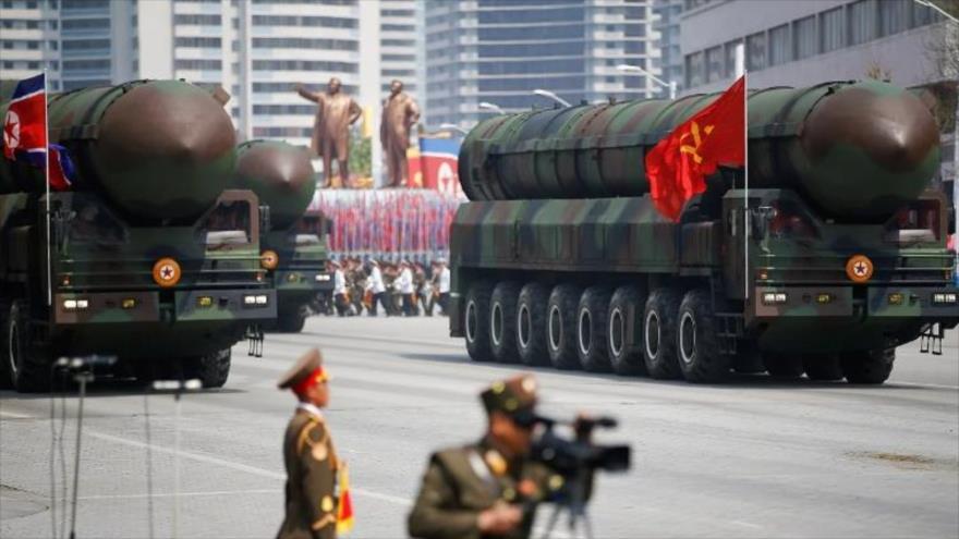 Corea del Norte exhibe sus misiles en un desfile militar celebrado en Pyongyang, capital de la nación asiática.