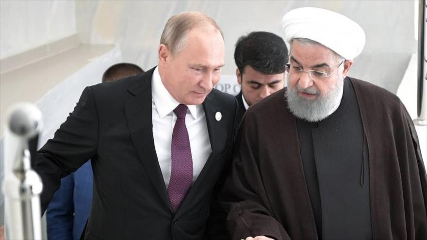 El presidente iraní, Hasan Rohani (dcha.), y su par ruso, Vladímir Putin, al margen de los diálogos sobre Siria en Kazajistán, 16 de septiembre de 2019.