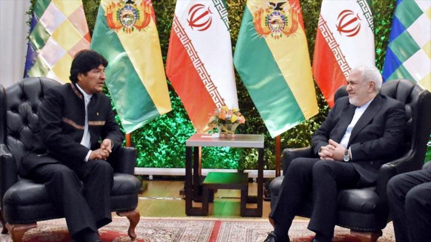 El expresidente boliviano Evo Morales (izda.) y el canciller iraní, Mohamad Yavad Zarif, en Santa Cruz (Bolivia), 23 de julio de 2019. (Foto: AFP)