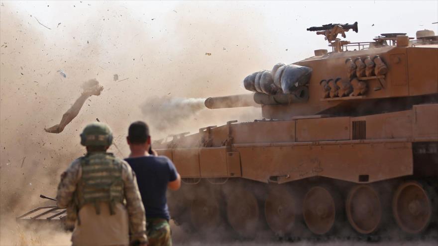 Fuerzas turcas atacan posiciones de las llamadas Fuerzas Democráticias Sirias (FDS) en el noreste de Siria, 28 de octubre de 2019. (Foto: AFP)