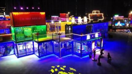 "China: Colorida ""ciudad de contenedores"" ilumina cielo de Shenyang"