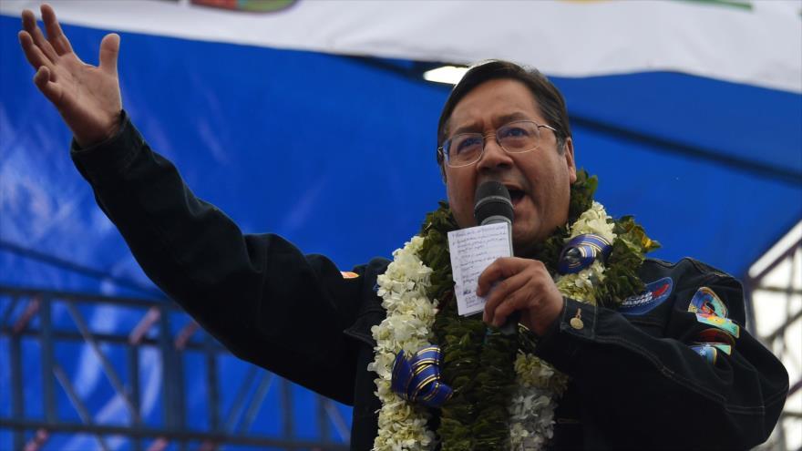 El virtual presidente de Bolivia, Luis Arce, habla en un acto en El Alto, 14 de octubre de 2020. (Foto: AFP)