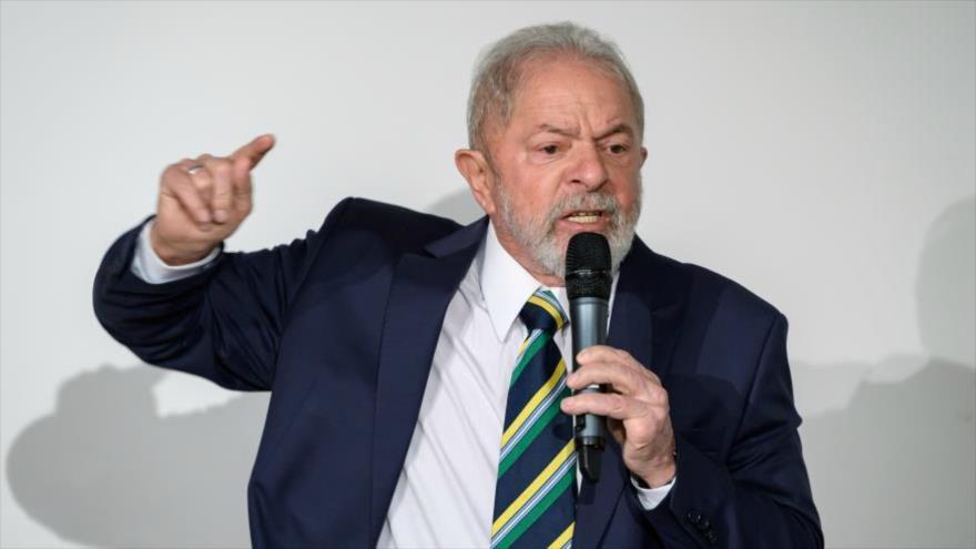 El expresidente brasileño Luiz Inácio Lula da Silva pronuncia un discurso durante un evento en Ginebra, Suiza, 6 de marzo de 2020.
