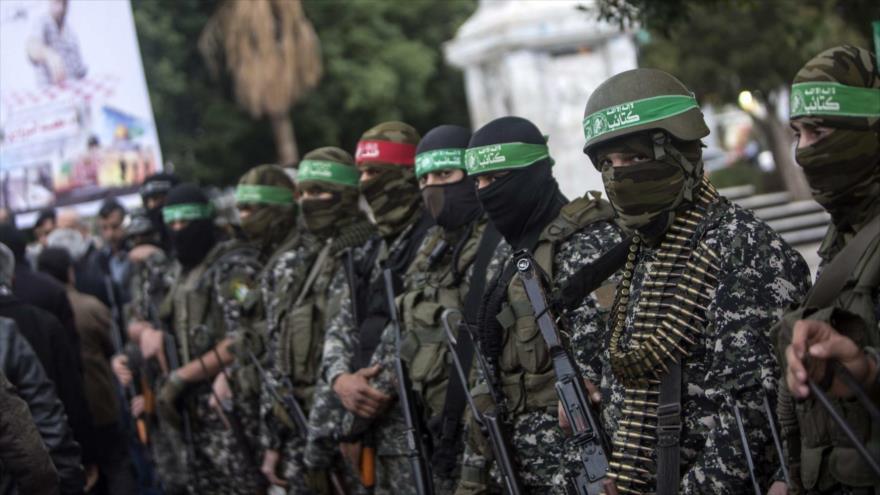 Los miembros de las brigadas de brazo militar del movimiento palestino HAMAS, las brigadas Ezeddin al-Qasam, en un desfile militar en Gaza.