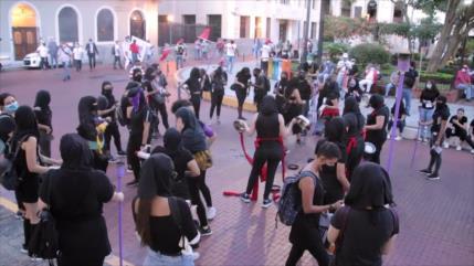 Mujeres panameñas critican gestión del Gobierno ante COVID-19