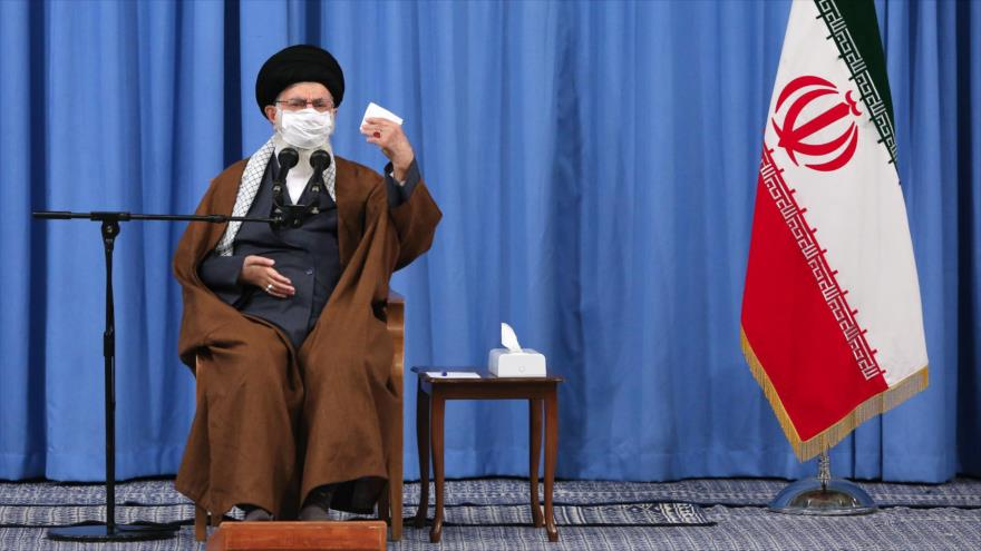 El Líder de Irán, el ayatolá Seyed Ali Jamenei, en una reunión con el Comité Nacional para el Manejo y la Lucha contra el Coronavirus, 24 de octubre de 2020.
