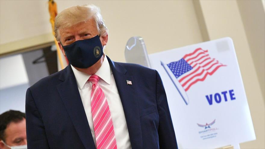 El presidente de EE.UU., Donald Trump, después de emitir su voto en una biblioteca en Florida (sureste), 24 de octubre de 2020. (Foto: AFP)