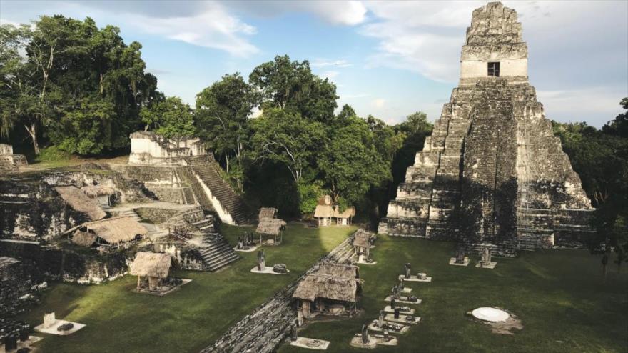 La plaza principal de la antigua ciudad de Tikal, Guatemala.