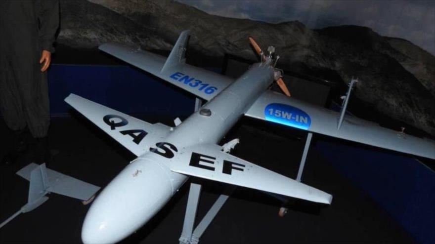 Un avión no tripulado (dron), de fabricación yemení, modelo Qasef-2k.