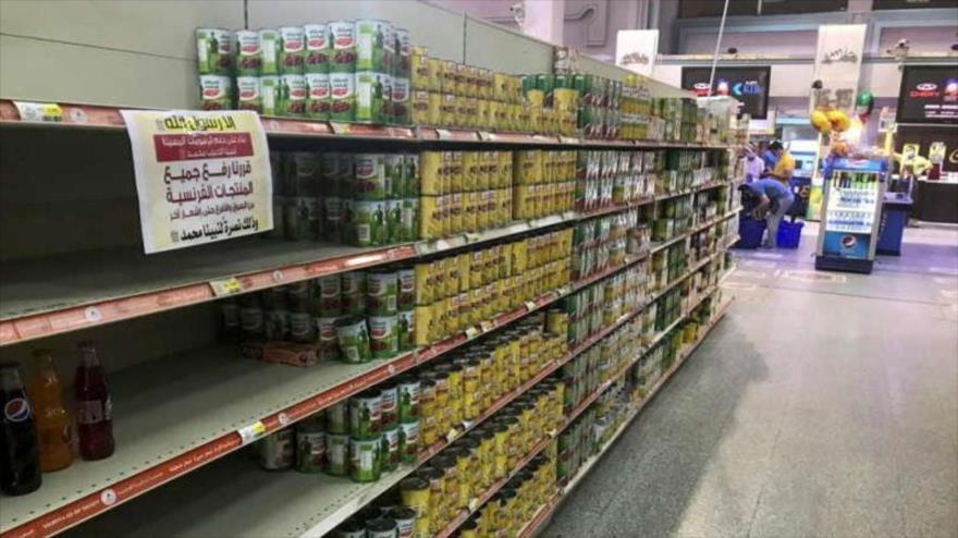 Estantes vacíos de productos franceses en un supermercado kuwaití 25 de octubre de 2020. (Foto: Reuters)