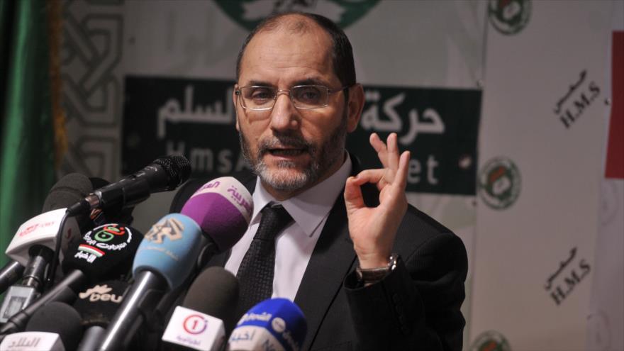 El dirigente del partido islámico de Argelia, (MAPP), ofrece una rueda de prensa en Argelia, capital del país africano.