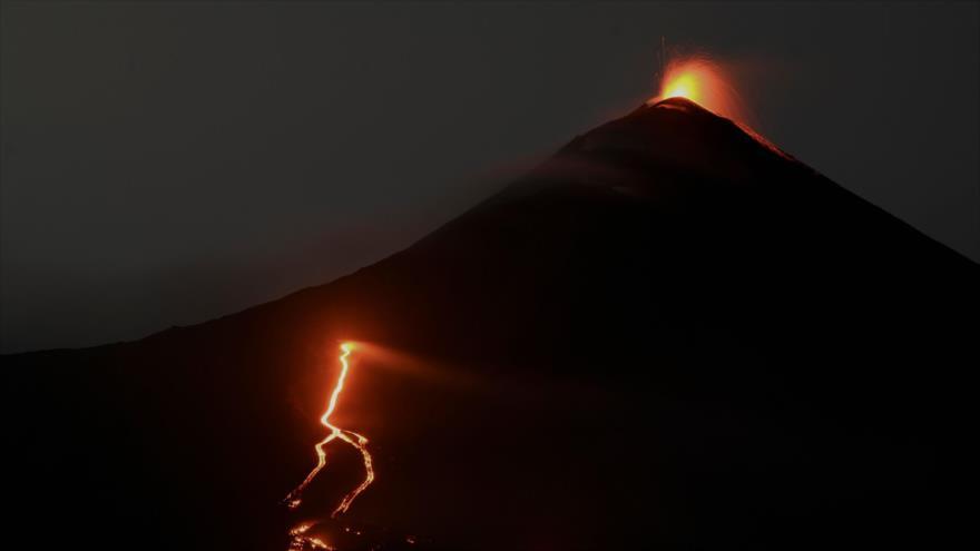 El volcán Pacaya registra flujos de lava en Guatemala | HISPANTV