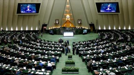 Parlamento iraní condena declaraciones islamófobas de Macron