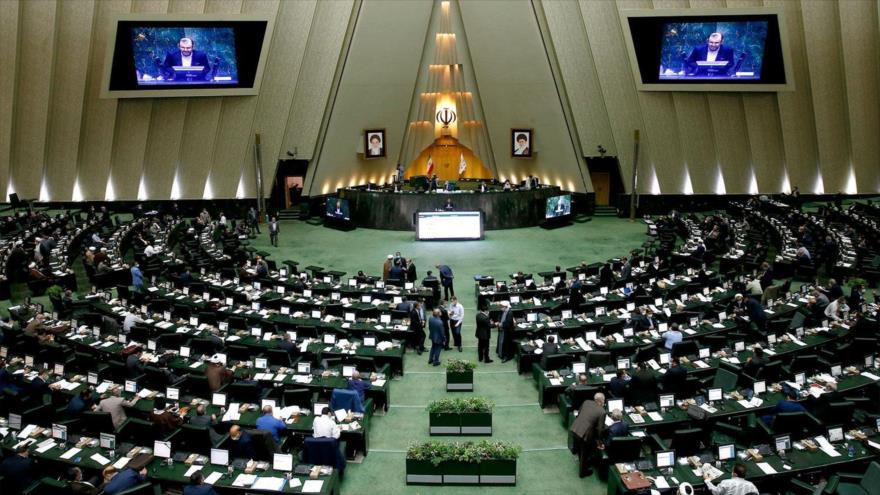 Una sesión abierta del Parlamento iraní, en Teherán, la capital del país. (Foto: AFP)