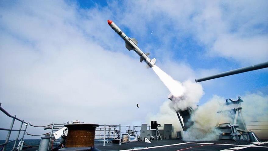 Lanzamiento de un misil Harpoon Block II frente a la costa de California, EE.UU. (Foto: Marina de EE.UU.)