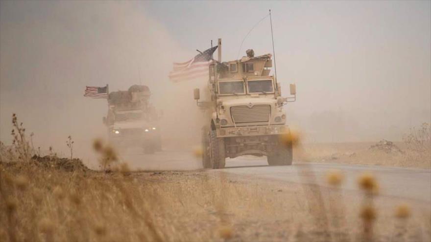 Un convoy militar estadounidense cerca de un campo petrolero en Al-Rumailan, en Al-Hasaka (noreste de Siria), 1 de julio de 2020. (Foto: AFP)