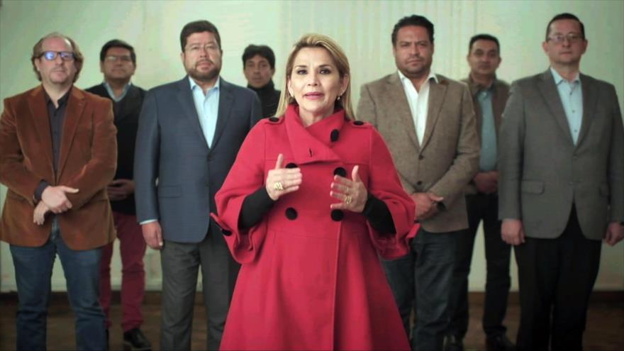 La presidenta del gobierno de facto de Bolivia, Jeanine Áñez, y sus ministros, en La Paz, 17 de septiembre de 2020. (Foto: AFP)