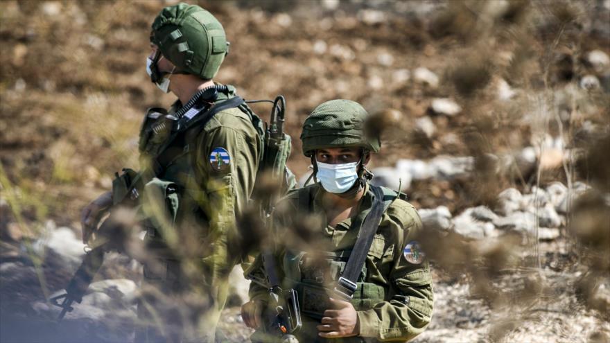 Dos soldados israelíes en la Cisjordania ocupada, 9 de octubre de 2020. (Foto: AFP)