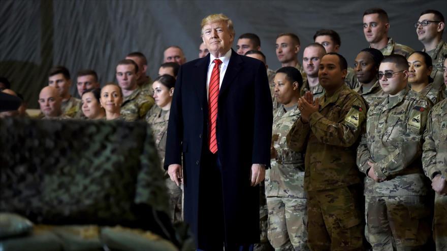 El presidente de EE.UU., Donald Trump, visita una base aérea con tropas norteamericanas en Irak.
