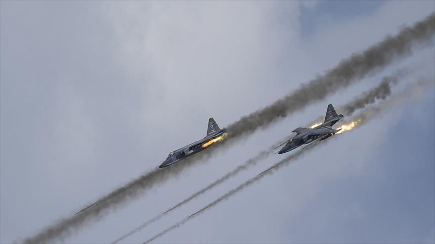Cazas rusos y sirios siguen golpeando blancos de Daesh en Siria