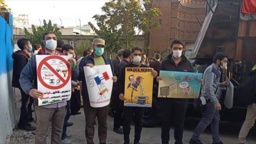 Iraníes protestan ante embajada francesa por islamofobia de Macron