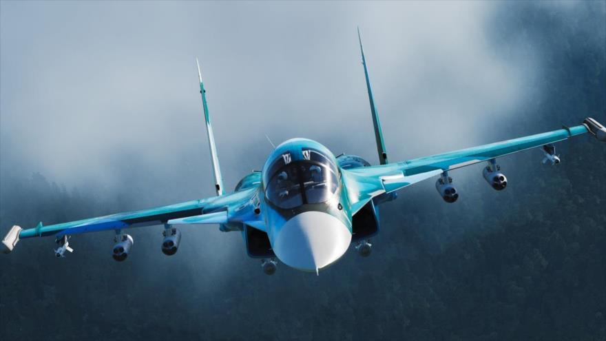 Un caza de combate ruso Sujoi Su-34 en pleno vuelo.