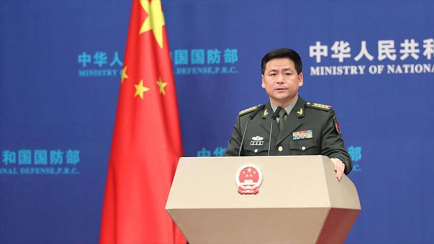El portavoz del Ministerio de Defensa de China, Ren Guoqiang, en una rueda de prensa.