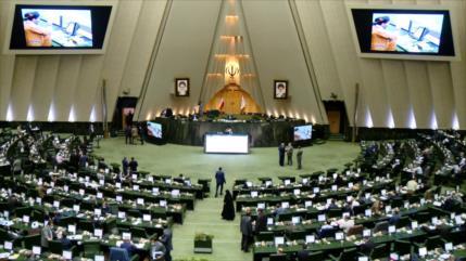 Irán condena hipocresía de Francia ante la libertad de expresión
