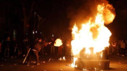Vídeo: Violencia campea en protestas contra confinamiento en España