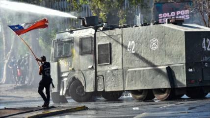 Policía chilena reprime nueva protesta y arresta a 20 manifestantes