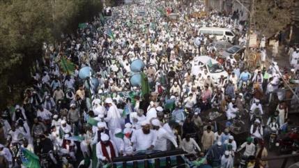 Masiva protesta en Paquistán contra islamofobia de Francia