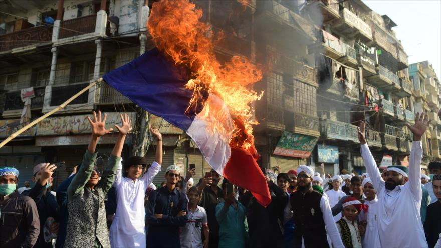 Explota la furia musulmana contra la islamofobia de Macron