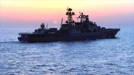 Buques de guerra rusos entregan suministros a base naval en Siria