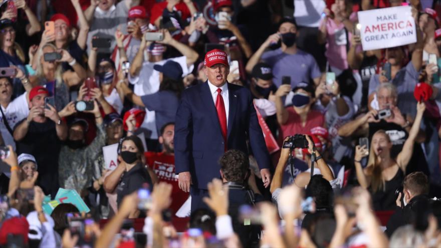 El presidente de EE.UU., Donald Trump, habla durante un mitin electoral en la ciudad de Opa Locka, Florida, 1 de noviembre de 2020. (Foto: AFP)