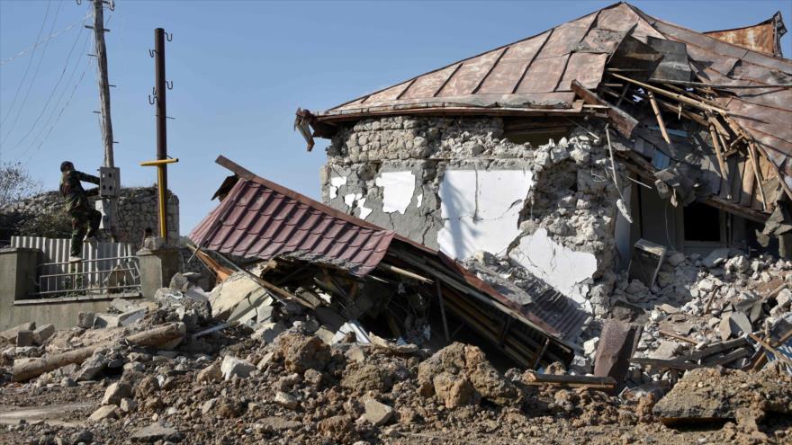 Una casa destruida por los combates en la ciudad de Stepanakert, en la región de Nagorno Karabaj, 1 de noviembre de 2020 (Foto: AFP)