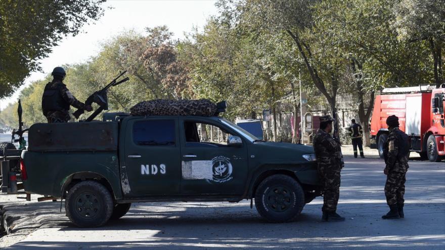Fuerzas de seguridad afganas desplegadas en las inmediaciones de la Universidad de Kabul, 2 de noviembre de 2020. (Foto: AFP)