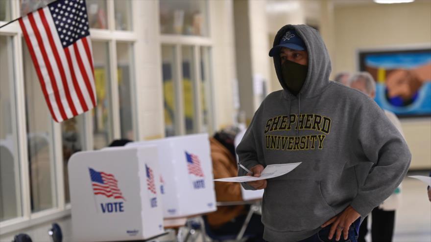 Abren los primeros colegios electorales en EEUU